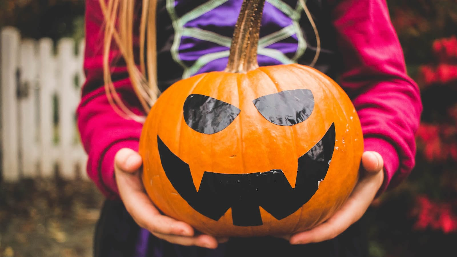 Keepy Blog: What to do with small kids during Halloween. Lots of different activities including handprint skeletons, homemade slime, rainbow pupmpkins and so much more.